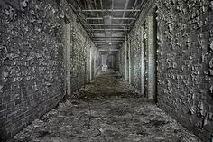 http://www.webdesignmash.com/2013/07/gravenhurst-abandoned-sanitarium-insane-asylum/