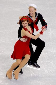 Photos of Famous People in Figure Skating : Emily Samuelson and Evan Bates - 2009 US National Ice Dance Silver Medalists