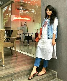 51 Stylish Office Jeans Ideas To Try Right Now is part of Kurti with jeans - Clothes are readily available to all that will downplay what we don't like, but, what's more, enhance that which we […] Stylish Dresses, Trendy Outfits, Fashion Outfits, Fashion 2016, Fashion Games, Fashion Advice, Diy Fashion, Fashion Ideas, Fashion Bloggers