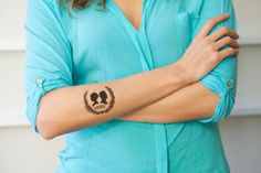 We love temp tattoos as wedding favors for guests such as this silhouette one from Wiley Valentine Etsy shop!
