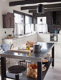 Black and white, modern and traditional kitchen in Kannustalo Pohjanmaa. Interior design by Helena Karihtala. Housing fair 2016, Seinäjoki