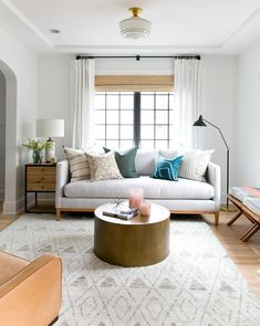 Masinissa Hand-Knotted Rug - Gray / x Pretty living room. Fun Decorating Tips For Small Living Spaces. Small Living Room Ideas Check out the image by visiting the link. Design Living Room, Small Room Design, Living Room Interior, Home Interior, Interior Design, Couch Design, Interior Ideas, Simple Interior, Interior Livingroom