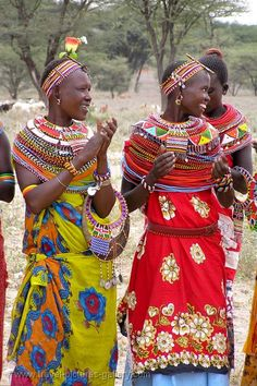 Kitenge is a popular traditional dress of Kenya which is actually a cotton fabric made into various colors and designed through tie-and-dye and heavy embroidery. African Tribes, African Women, African Art, Traditional African Clothing, Traditional Outfits, African Beauty, African Fashion, Kenya, Tribu Masai