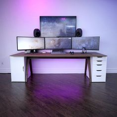 Fantastic and Cool Gaming Desk Setup. Gaming desk setup material selection is mandatory that you should consider as it relates to the strength of the table and the durability of accommodat. Computer Desk Setup, Gaming Room Setup, Pc Desk, Office Setup, Pc Setup, Home Office, Deco Gamer, Pc Table, Game Room Design