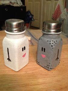 Mr. & Mrs. painted salt and pepper shakers.  OMG love love love!