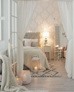 To help you erase the perception that a beige palette is boring, we bring you some home design ideas on how to use neutral colors in your living room decor. Room Ideas Bedroom, Home Decor Bedroom, Living Room Decor, Master Bedroom, Elegant Bedroom Design, Bedroom Decor For Small Rooms, Bedroom Inspo, Bedroom Wall, Aesthetic Bedroom
