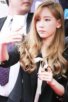 Stop taking selfies Taeyeon geez