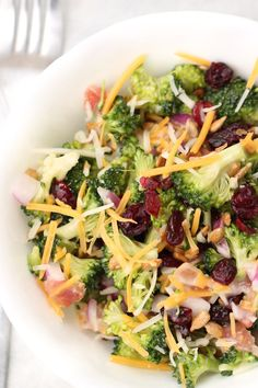 This Broccoli Salad is so easy to make and a great salad to serve year round. It shows up at summer BBQ's as well as our Christmas parties! Salad Recipes For Parties, Pasta Salad Recipes, Healthy Salad Recipes, Summer Recipes, Diabetic Recipes, Keto Recipes, Healthy Food, Broccoli Slaw, Fresh Broccoli