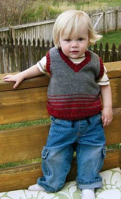 2 colour striped vest - I like the way the varying width stripes blend the colours.