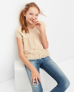 2963a451a62da ぽかぽか春陽気の日には、着心地がよくて動きやすいコーデの鉄板、Tシャツとスーパーデニムに決まり!  Gap  GapKids  キッズファッション  キッズコーデ  子供服 ...