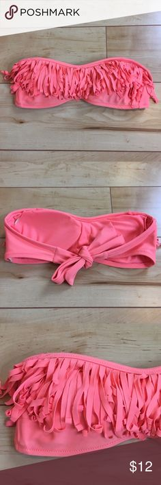 American Eagle Pink Fringe Strapless Bikini Top XS American Eagle bikini top. Strapless. Fringe detailing. Pink. Padded. XS.  Excellent preowned condition with no flaws.  No trades. All items come from a pet friendly home. Bundle to save! American Eagle Outfitters Swim