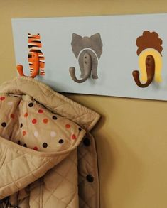 DIY Animal Hooks Decorate a baby& nursery with this wildly adorable coat rack. To add texture, like fur, to your creatures, apply paint over the base coat using a stippling brush. Deco Jungle, Jungle Room, Safari Room, Safari Theme, Safari Nursery, Themed Nursery, Jungle Safari, Safari Bathroom, Noahs Ark Nursery