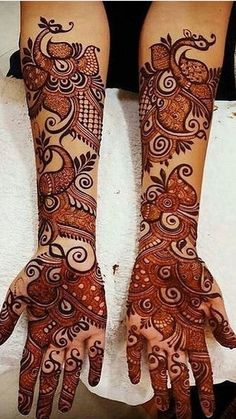Find the best Pakistani bridal mehndi designs with images of beautiful patterns for full hands and arms, one-sided, gol tikka style, and feet mehndi designs.