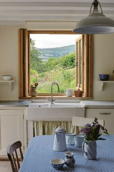 Tour the Stylish Country Houses of England's Creative Set kitchen with verdant view countryside home Cottage Homes, Architectural Digest, Home Decor Kitchen, Kitchen Design, Cozy House, Cabana, Cheap Home Decor, Sweet Home, House Design