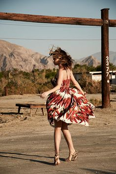 Love this sun dress and the flow of this photo