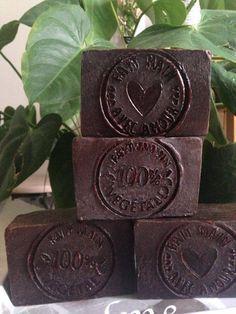 "Sæbe ""My Cellulite Gum"" med rå kaffe og kakao - Melly Joe Beauty Tips For Face, Make Beauty, Natural Beauty Tips, Face Tips, Diy Savon, Savon Soap, Soaps, Coffee Soap, Diy Shampoo"