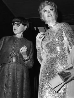 Edith Head at the Costume Designers Ball with Greer Garson, 1969 Hollywood Walk Of Fame, Golden Age Of Hollywood, Vintage Hollywood, Classic Hollywood, Greer Garson, Edith Head, Hollywood Costume, Classic Actresses, Movie Costumes
