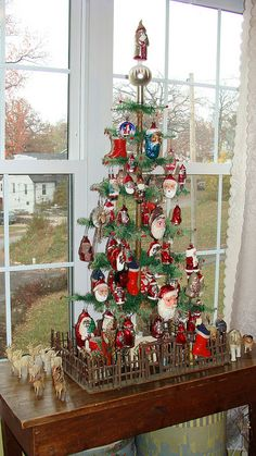 Feather tree loaded with old Santas