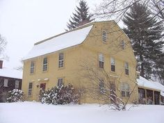 The Nims House---Historic Deerfield, MA 3 story, gambrel roof Early American Homes, American Houses, American Colonial Architecture, Art And Architecture, Saltbox Houses, Old Houses, New England Homes, England Houses, Dutch Colonial Homes