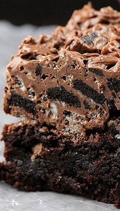 Nutella Kit Kat #Oreo Overload Brownies!!! wow looks so yummy all I need is a glass of milk :)