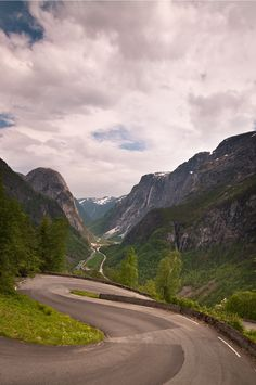The road curves down from Stalheim Hotel and towards Gudvangen and Nærøyfjorden.