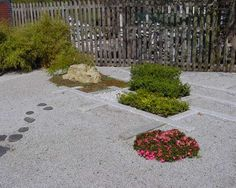 Silver grey granite chippings, or ZEN gravel from Build a Japanese Garden