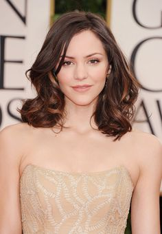 Katharine McPhee kept her red carpet look very natural with softly flowing wavy hair and barely-there makeup.