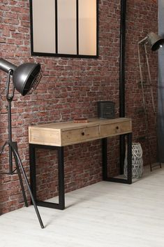 Console en bois recyclé sur pieds en métal noir. Le bois utilisé pour fabriquer cette console d'entrée est du bois certifié FSC recyclé, qui garanti une exploitation raisonnée des forêts et la protection des populations autochtones. Sa jolie teinte claire et ses défauts sont authentiques : chaque meuble est unique. La console AUCKLAND offre 2 tiroirs de rangement pour y cacher vos affaires, dans une entrée ou un salon. Dimensions : 120 cm de long - 80 cm de hauteur. Auckland, Dimensions, Unique, Drawers, Recycled Wood, Hue