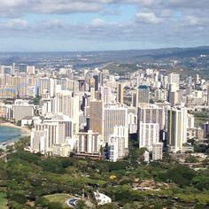 View of Waikiki and Honolulu from the top of Diamond Head Oahu Hawaii, Hawaii Travel, Maui, Places To See, Places Ive Been, Life In Paradise, City Skylines, Hawaiian Islands, Beach Houses
