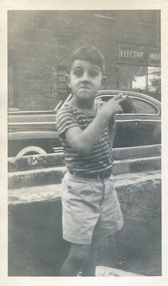vintage everyday: Smoking Is Not For Children – Worthy Vintage Pictures To Ponder Antique Photos, Vintage Pictures, Vintage Photographs, Old Pictures, Old Photos, Photo Black, Vintage Children, Amazing Photography, How To Memorize Things