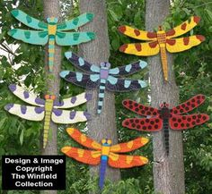 Bright Dragonflies Pattern Add a touch of whimsy to your garden or yard with these brightly painted dragonflies.Giant Bright Dragonflies Pattern Add a touch of whimsy to your garden or yard with these brightly painted dragonflies. Dragonfly Yard Art, Fan Blade Dragonfly, Dragonfly Crafts, Garden Crafts, Garden Projects, Garden Art, Yard Art Crafts, Garden Whimsy, Craft Ideas