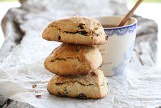 SCONES MED SPELT, NØTTER OG ROSINER Scones, Muffin, Cookies, Baking, Breakfast, Desserts, Recipes, Food, Biscuits