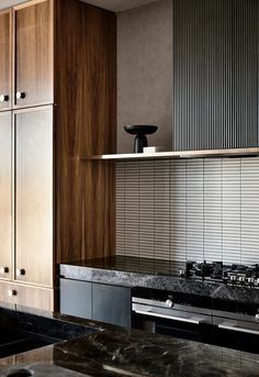 Subtly interweaving old and new, the St Kilda East House by Luke Fry Architecture & Interior Design does not seek to transform the stately art deco original. Contemporary Interior Design, Interior Design Kitchen, Interior Decorating, Interior Paint, Kitchen Designs, Japan Design Interior, Australian Interior Design, Contemporary Kitchens, Interior Colors