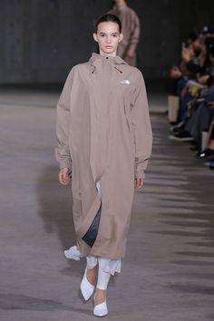 「ハイク」2019年春夏東京コレクション│WWD JAPAN Runway Fashion, High Fashion, Fashion Show, Womens Fashion, Urban Cowboy, Native Style, Fasion, Mantel, Hyke