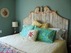 I want to make a barn wood headboard like this, and paint it turquoise! Decor, Diy Decor, Bedroom Decor, Headboard, Home Diy, Reclaimed Wood Headboard, Barnwood Headboard, Home Bedroom, Home Decor