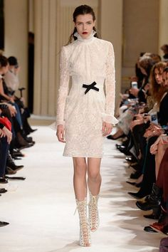 See the complete Giambattista Valli Fall 2017 Ready-to-Wear collection.