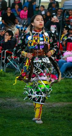 40 Photos from the Annual Kainai Pow Wow and Celebration Native American Teepee, Native American Children, Native American Pictures, Native American Regalia, Native American Beauty, Native American Crafts, Native American Beadwork, American Indians, Native Beadwork