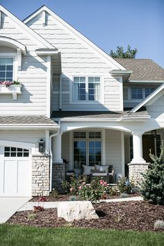 Trim paint color is Benjamin Moore Simply White. Trim paint color is Benjamin Moore Simply White. Café Exterior, White Exterior Paint, Exterior Paint Colors For House, Paint Colors For Home, Exterior Colors, Exterior Design, Building Exterior, Stone Exterior, Exterior Cladding