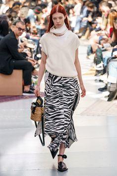 Sacai Spring 2020 Menswear Fashion Show - Vogue Daily Fashion, 80s Fashion, Fashion Week, Runway Fashion, Luxury Fashion, Vogue Paris, Chanel Resort, Retro Mode, Organza