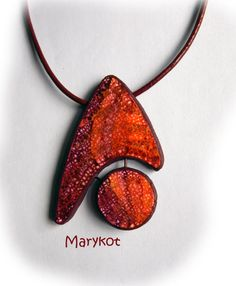marykot -                          pendentif   batik rouge