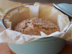 No niin, nyt ei tarvitse pataleipää enää odottaa aamuun! Löysin nimittäin netin ihmemaasta reseptin, jolla leipä syntyy vain reilun kolmen tunnin kohotuksella. Kokeilin – ja toimii! Pointti o… Russian Recipes, Deli, French Toast, Muffin, Pudding, Cheese, Baking, Breakfast, Desserts