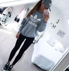 Tendance Sneakers 2018 : Adidas Women Shoes – Tenue adidas – We reveal the news in sneakers for spring summer 2017 Cute Sporty Outfits, Sport Outfits, Trendy Outfits, Sporty Clothes, Grey Clothes, Cute Hiking Outfit, Cute Athletic Outfits, Winter Clothes, Cute Addidas Outfits