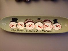 Tray- best friends are flakes Christmas Wood, Christmas Signs, Christmas Snowman, Christmas Projects, All Things Christmas, Christmas Decorations, Christmas Ornaments, Christmas Plates, Pottery Painting