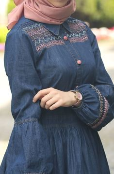 Balon Kol Kot Elbise – Lacivert Clothes from ladies's beloved bits of attire could be the important thing to an … Muslim Women Fashion, Modern Hijab Fashion, Islamic Fashion, Abaya Fashion, Fashion Dresses, Abaya Mode, Outing Outfit, Hijab Stile, Muslim Dress