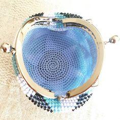 WEBSTA: #ビーズがま口#ビーズ編み#ビーズ編みがま口#crochet#beads #beadscrochet #beadcrochet #がま口#がま口財布 #Huaweimate9#mate9#ワイドアパーチャ #サンカク#triangle
