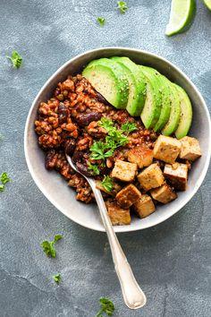 Bol-repas végétalien style enchilada avec tofu épicé—Pour en savoir plus