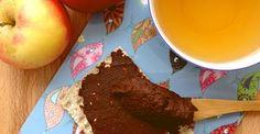 3 dl pålæg 50 g ristede hasselnødder (kan udelades) 10 g mørk chokolade, 70 % 1 dåse kidneybønner (400 g kogte bønner) 10 dadler uden sten 3-4 spsk. kakaopulver 1,5 dl vand Evt. 1/2 banan (kan udelades)
