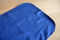Le tuto de ma pochette à langer | pour mes jolis mômes, mais pas que... Diaper Clutch, Crochet Basket Pattern, Baby Couture, Changing Mat, Wet Bag, Fabric, Bb, Magazine, Table