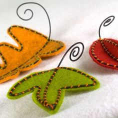 Amazing Thanksgiving Diy Decoration Ideas are really easy to make and looks so unique. Get your family around making that day special by crafting one of these Thanksgiving Diy Decorations. Thanksgiving Diy, Thanksgiving Decorations, Canadian Thanksgiving, Fall Decorations, Felt Crafts, Fabric Crafts, Felt Leaves, Crochet Amigurumi, Party Decoration