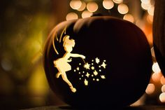 Tinkerbell Disney Halloween -love it Disney Halloween, Holidays Halloween, Happy Halloween, Disney Holidays, Halloween Magic, Pretty Halloween, Halloween Pumpkins, Halloween Crafts, Halloween Decorations